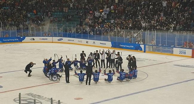 동메달을 차지한 대한민국 장애인 아이스하키 대표팀.