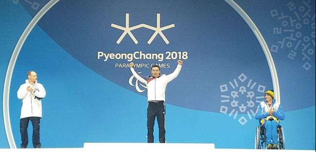 우리나라 첫 동계패럴림픽 금메달을 차지한 신의현.