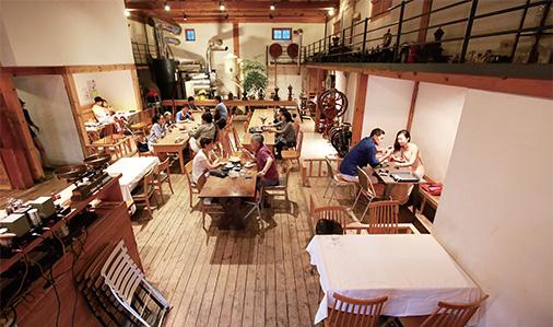 테라로사 커피공장 실내.