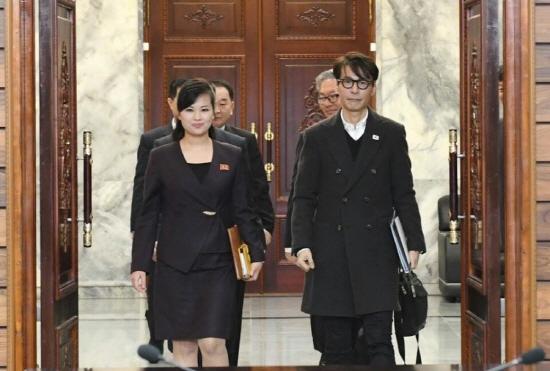 지난 20일 평양공연을 위해 남북 가수가 만났다. 음악성을 인정받은 대중가수 윤상이 남측의 수석대표를 맡는다는 소식에 반가운 마음이 들었다. (출처=통일부)