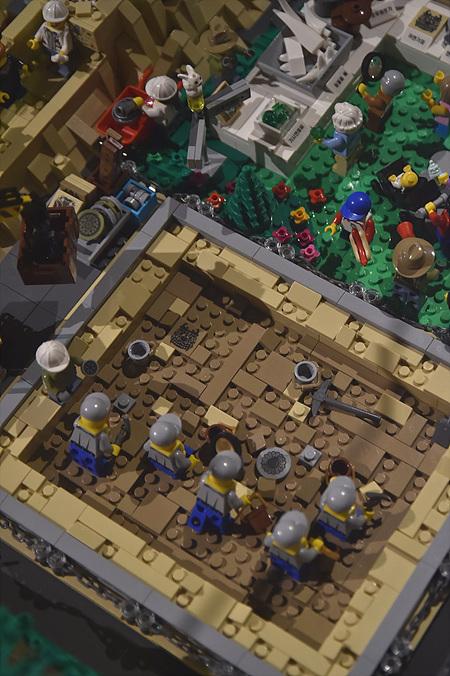 레고 작가가 재해석한 발굴현장 모습.