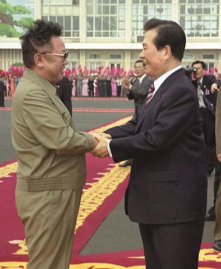 제1차 남북정상회담, 평양에서 만난 두 지도자.(출처=e영상역사관)