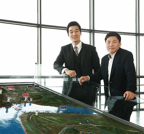 김태정 JSA판문점전우회 사무차장(좌)과 주승현 전주기전대 교수.(사진=C영상미디어)