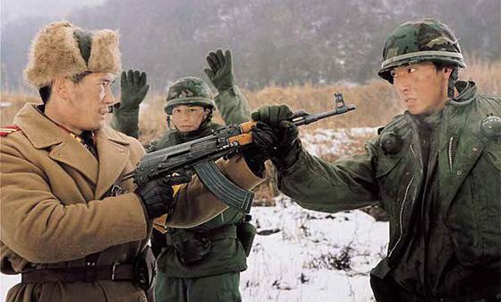 영화 'DMZ, 비무장지대'에는 분단국가의 슬픔과 긴장감이 드러난다. ⓒ청어람