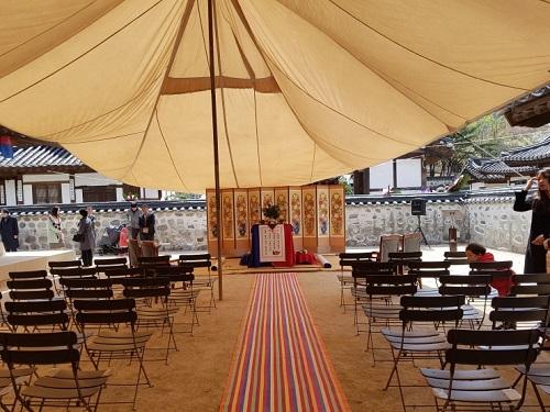 남산골한옥마을 민씨가옥에서 열리는 전통혼례식.