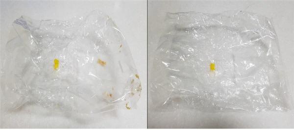 (좌) 비닐 속에 빵 부스러기 등 음식물이 남아있는 상태. (우) 음식물을 털어내고 물로 한 번 헹궈서 깨끗한 상태.   비닐을 버릴 때는 우측 사진처럼 물로 헹구거나 음식물을 털어서 깨끗한 상태로 버려야 한다.