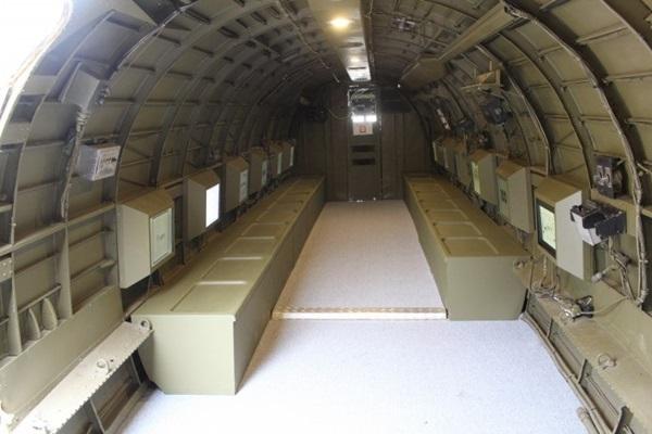 C-47 비행기 내부.