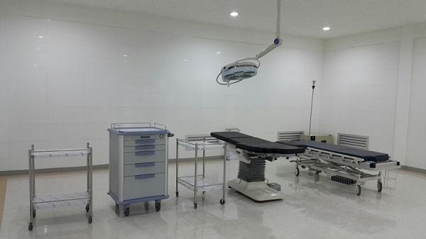 1층 1,000평 스튜디오F의 병원 세트장.(응급실,영안실을 지나 수술실의 내부)