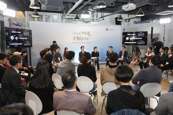 국토교통부는 국토교통 일자리 로드맵 수립을 위한 현장소통을 위해 3월 13일 '국토교통 청년 일자리 토크 콘서트'를 개최했다.