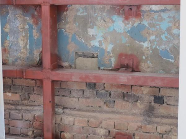 옛 전남도청 벽돌도 원형 그대로 남아있다.