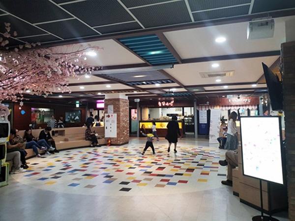 28청춘 청년몰 내 광장.