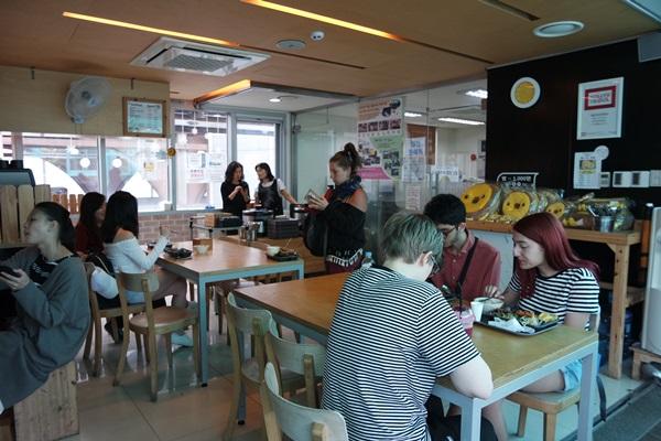 고객만족센터 2층 도시락카페 내부.