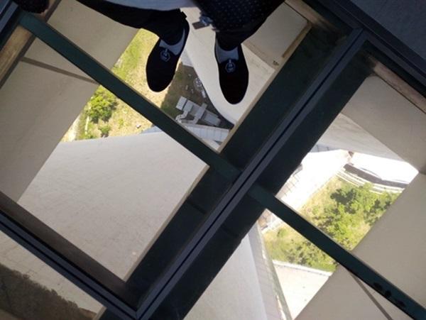 여수 스카이타워의 높이를 실감할 수 있는 무서운 곳. 올라가기까지 인생을 다시 생각하게 되는 진정한 전망대.