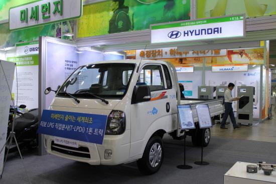 LPG 직분사(LPDi) 엔진을 탑재한 친환경 트럭 모습.