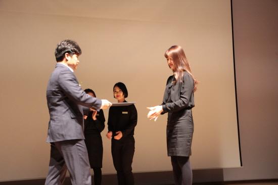 대학생의 취업과 창업을 돕고 교육하는 청년취업아카데미, '창직어워드'에서 유지영씨는 암환우 뷰티관리사로 대상을 수상했다.