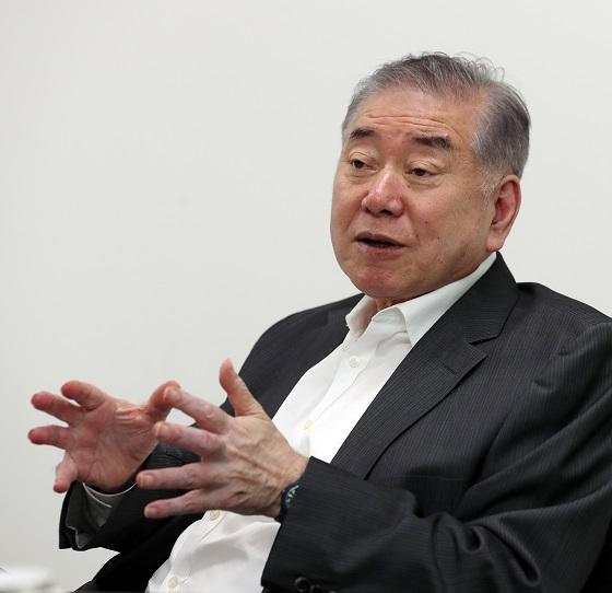 """문정인 특보 """"평화에는 색깔 없어…지금 기회 잘 잡아야"""""""