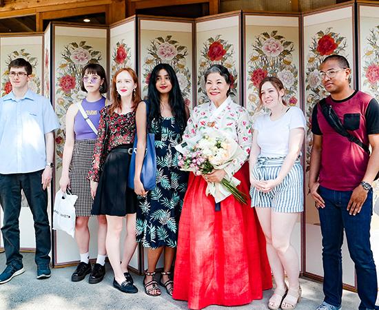 정원, 생활, 사랑방 풍류를 콘셉트로 한 Hello Mr. K를 찾은 주한 외국인 유학생들