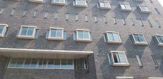 남영동 대공분실의 5층. 유난히 창문이 비좁다.