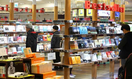 우수문학도서를 선정해 문화 소외지역에 보급하는 문학나눔 사업을 올해부터 세종도서 사업과 분리해 진행한다. (사진=저작권자(c) 연합뉴스, 무단 전재-재배포 금지)