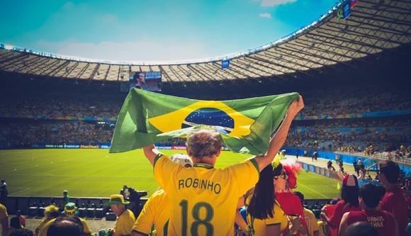 월드컵 출전 선수들의 유니폼 뒤에 쓰여진 퍼스트 네임은 '아'(영어 a)로 끝나는 경우를 찾기가 극단적으로 어렵다는 공통점이 있다. a는 여성 이름의 끝에만 거의 독점적으로 붙는 경향이 있기 때문이다. (t사진=카이오 레센데)