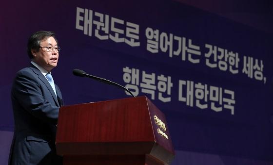 15일 서울 중구 프레스센터에서 도종환 문체부 장관이 태권도 미래 발전전략과 정책과제'를 발표하고 있다.(사진 = 문화체육관광부)