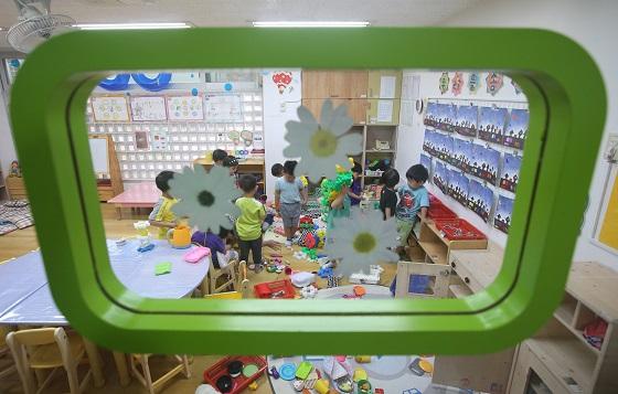 서울 성동구의 한 민간어린이집에서 어린이들이 수업을 받고 있다. (사진=저작권자(c) 연합뉴스, 무단 전재-재배포 금지)