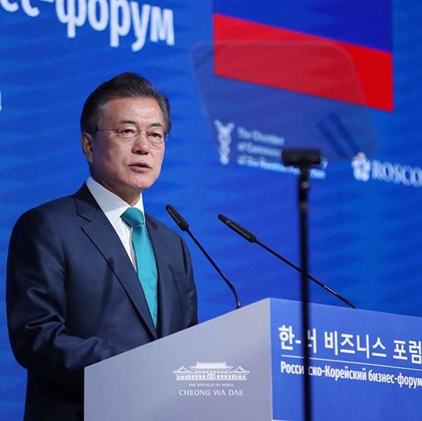 지난 6월 22일 문재인 대통령은 러시아에서 열린 한-러 비지니스 포럼에서 한러 양국 관계의 중요성에 대해 연설했다.