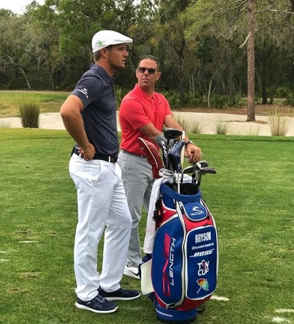 물리학 전공을 골프 현장에서 활용하는 미국프로골프(PGA) 선수 브라이슨 디쉠보(왼쪽). 골프백에 들어 있는 아이언의 길이들이 동일한 건 과학적이고 창의적 그의 사고 때문이다. (사진=브라이슨 디쉠보)