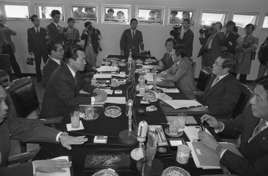 1989년 11월 16일 열린 제4차 남북체육회담, 이날 남북 단일팀을 명칭 '코리아'로 결정하였다 (출처=통일부)