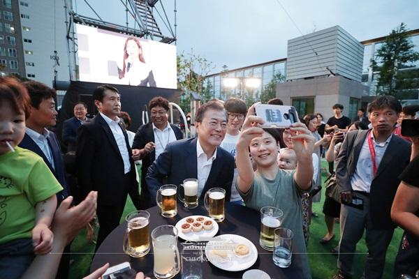 문재인 대통령이 5일 서울 구로구의 한 행복주택 아파트에서 열린