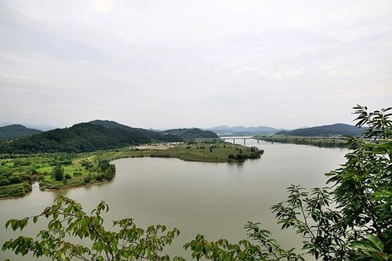 백제의 수도 웅진과 사비를 이어지는 백마강(금강)의 풍경