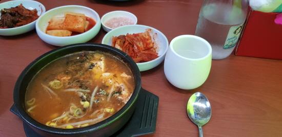 40년 된 식당. 주인장의 내공이 가득 담긴 콩나물 국밥
