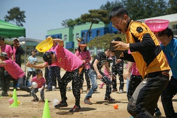 공동육아는 아이와 부모가 함게 즐거운 것이다.