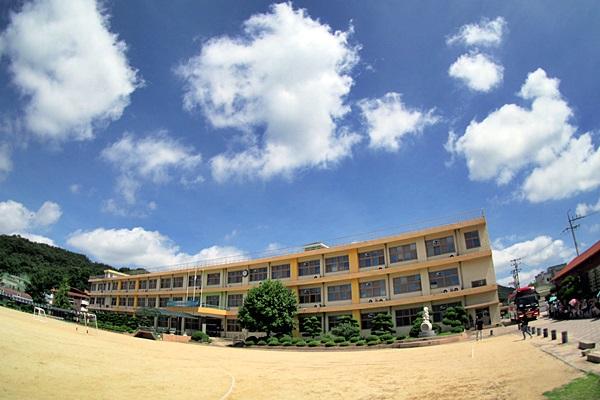 죽향초등학교(구 교사) 전경