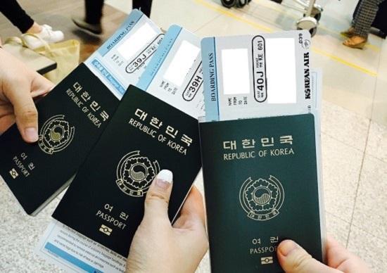 해외여행의 설렘에 늘 함께하는 여권.