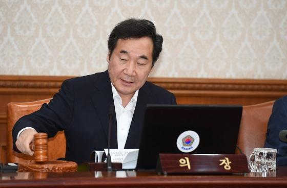 이낙연 국무총리가 31일 서울 세종로 정부서울청사에서 열린 국무회의에서 발언하고 있다.