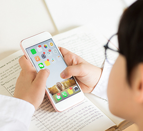 디지털 기기 쓰는 아이 눈 보호법 7가지