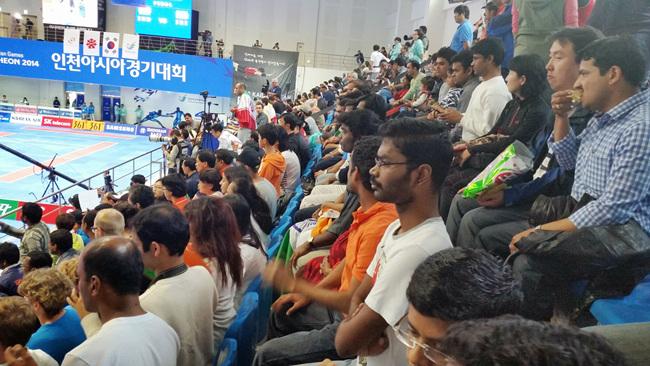 인천아시안게임 당시 카바디결승전에서 관중석을 꽉 메우고 응원을 펼치고 있는 인도사람들