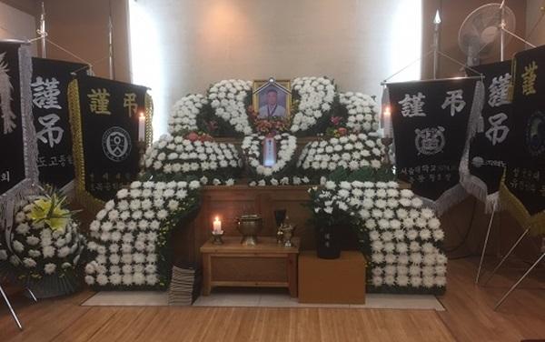 갑자기 겪어 어렵고 경황이 없었던 시아버님의 장례식.