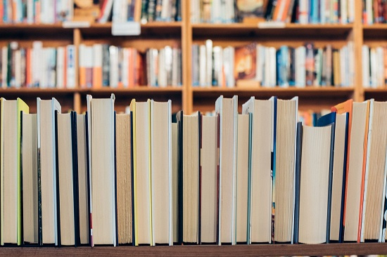 성인 연간 평균 독서량 8.3권, 1년에 한 권도 책을 읽지 않는 성인은 무려 40%.