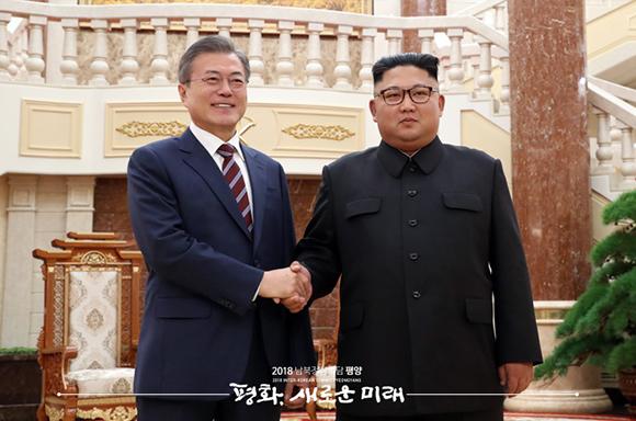 """문 대통령 """"전세계인에게 평화와 번영의 결실 보여줬으면"""""""