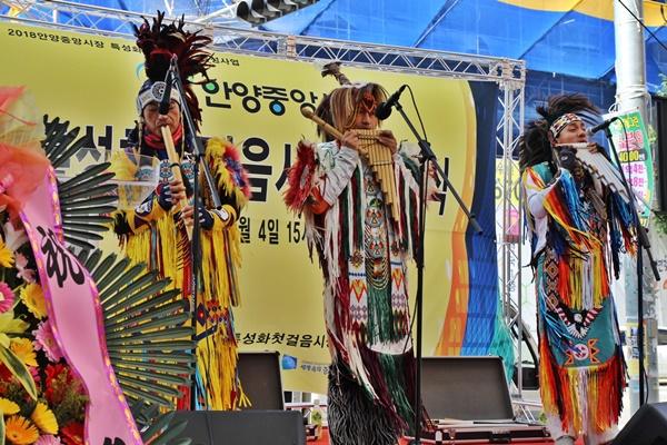 다문화 뮤지션의 공연으로 볼거리가 풍성한 전통시장