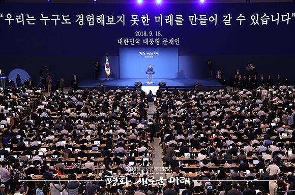 """문 대통령 """"김 위원장 확고한 비핵화 의지 거듭거듭 확약"""""""