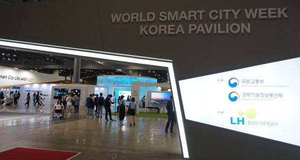 진정한 스마트시티를 꿈꾸는 많은 국내외 도시들이 참여한 WSCW 2018 전시장