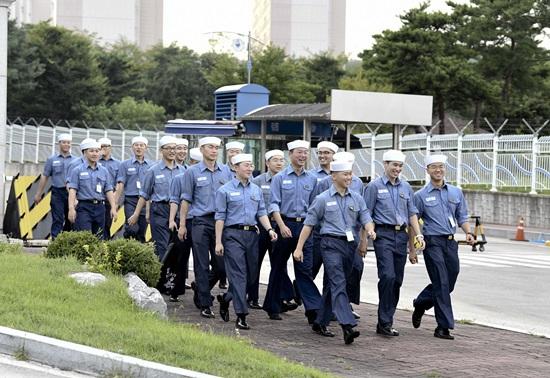 평일 외출을 하는 해군 제 1함대 군 장병들 (사진제공:해군 제1함대)