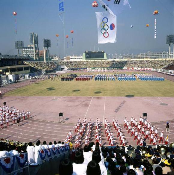 서울에서 단독으로 열렸던 제62회(1981년) 전국체육대회 개막식. (사진=한국정책방송원 e영상역사관)