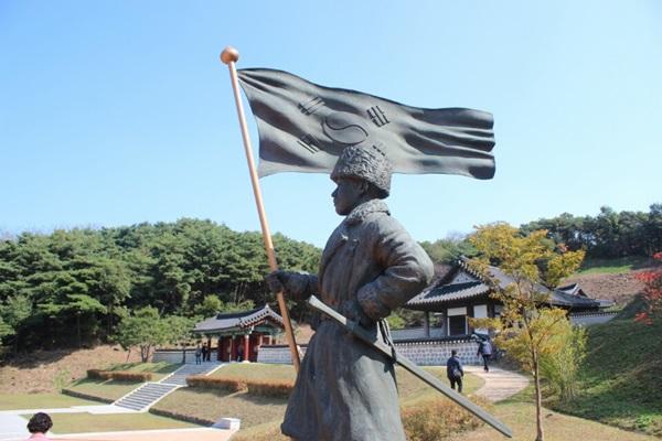 김좌진 장군 동상.