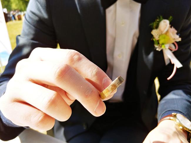 목혼식은 결혼 5주년에 나무로 만든 선물을 주고받으며 흔들림없는 사랑을 약속하는 데서 유래됐다