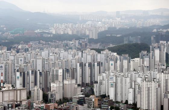 국토교통부는 '연금형 희망나눔 주택' 사업의 주택 매입 공고를 19일 실시한다고 18일 밝혔다.(사진=저작권자(c) 연합뉴스, 무단 전재-재배포 금지)