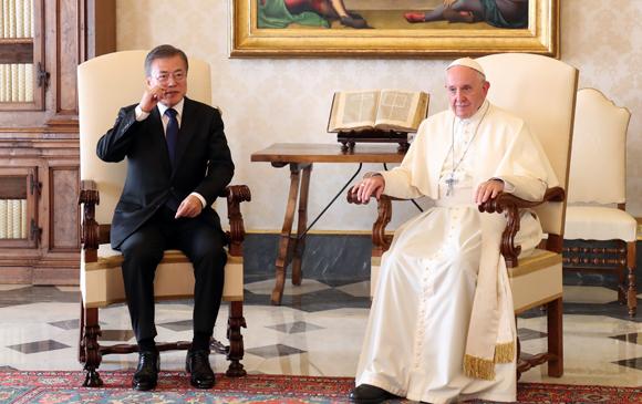 """교황 """"北에서 초청장 보내주길…나는 갈 수 있다"""""""